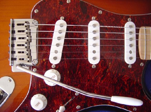 en rød el guitar med vibrator